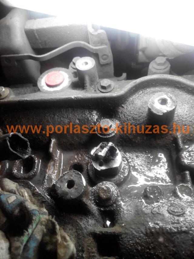 Opel Vivaro M9R beletörték a porlasztót.