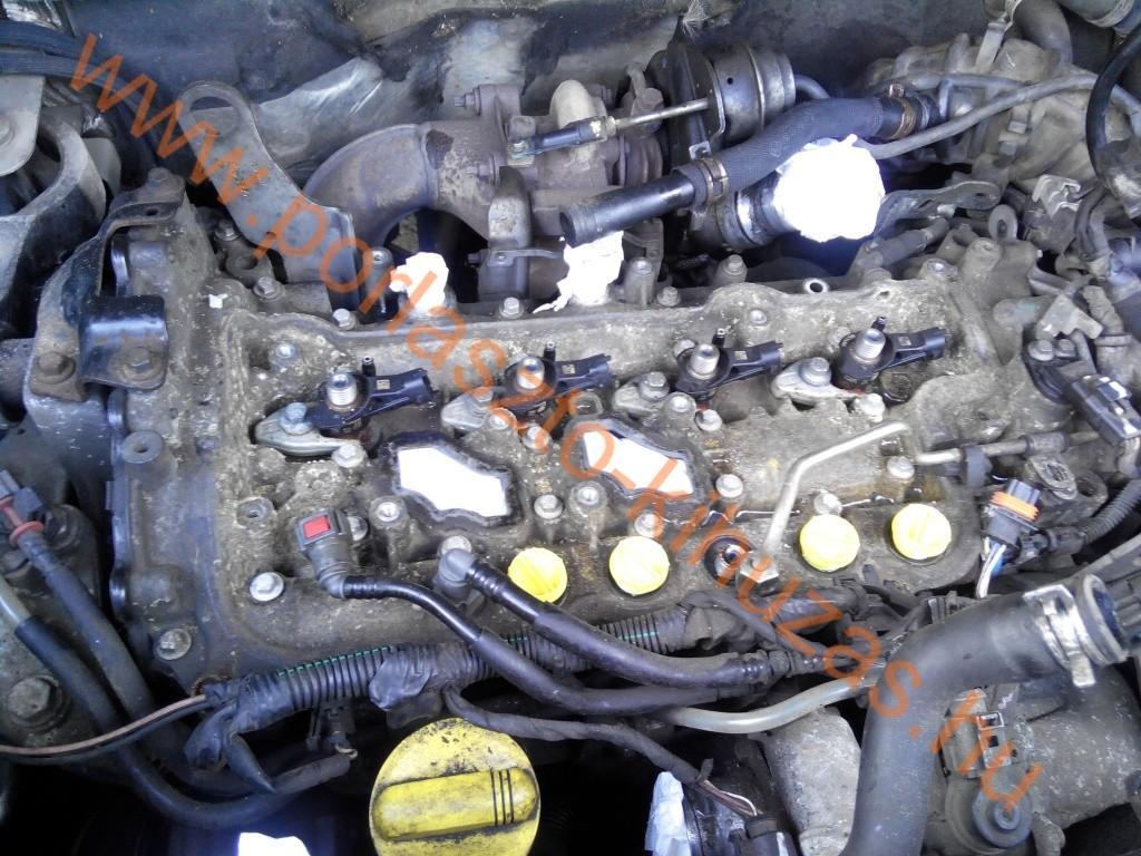 Renault Trafic / Opel Vivaro / Nissan Primastar 2.0 literes motor (M9R motorkód), porlasztók kihúzásra várva.
