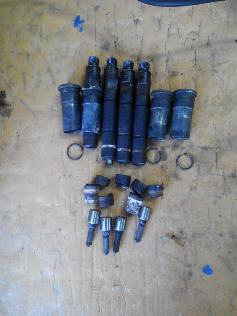 Opel vivaro injektor kiszerelve. Sok sok darabban jöttek ki.