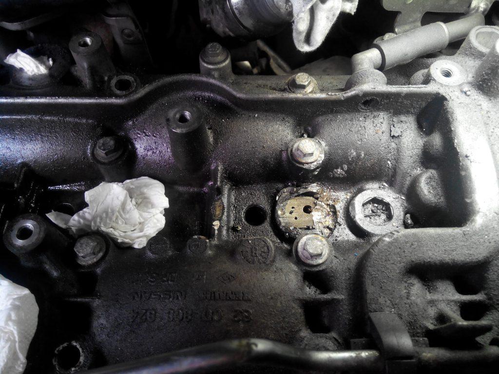 Renault trafic 2.0 dci porlasztót eltörték és aztán lecsiszolták a hengerfejből kiálló részt :-)