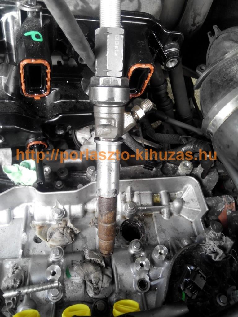 Renault Master / Opel Movano / Nissan NV400 2.3-as motor (M9T) porlasztó kihúzva